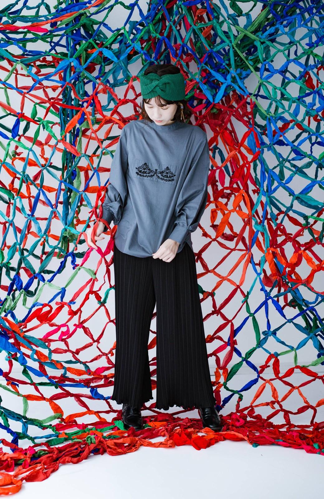 haco! 上品な刺繍がまるでレースのよう オーガニックコットンの袖ぽんわりブラウス from Stitch by Stitch <グレイッシュブルー>の商品写真12