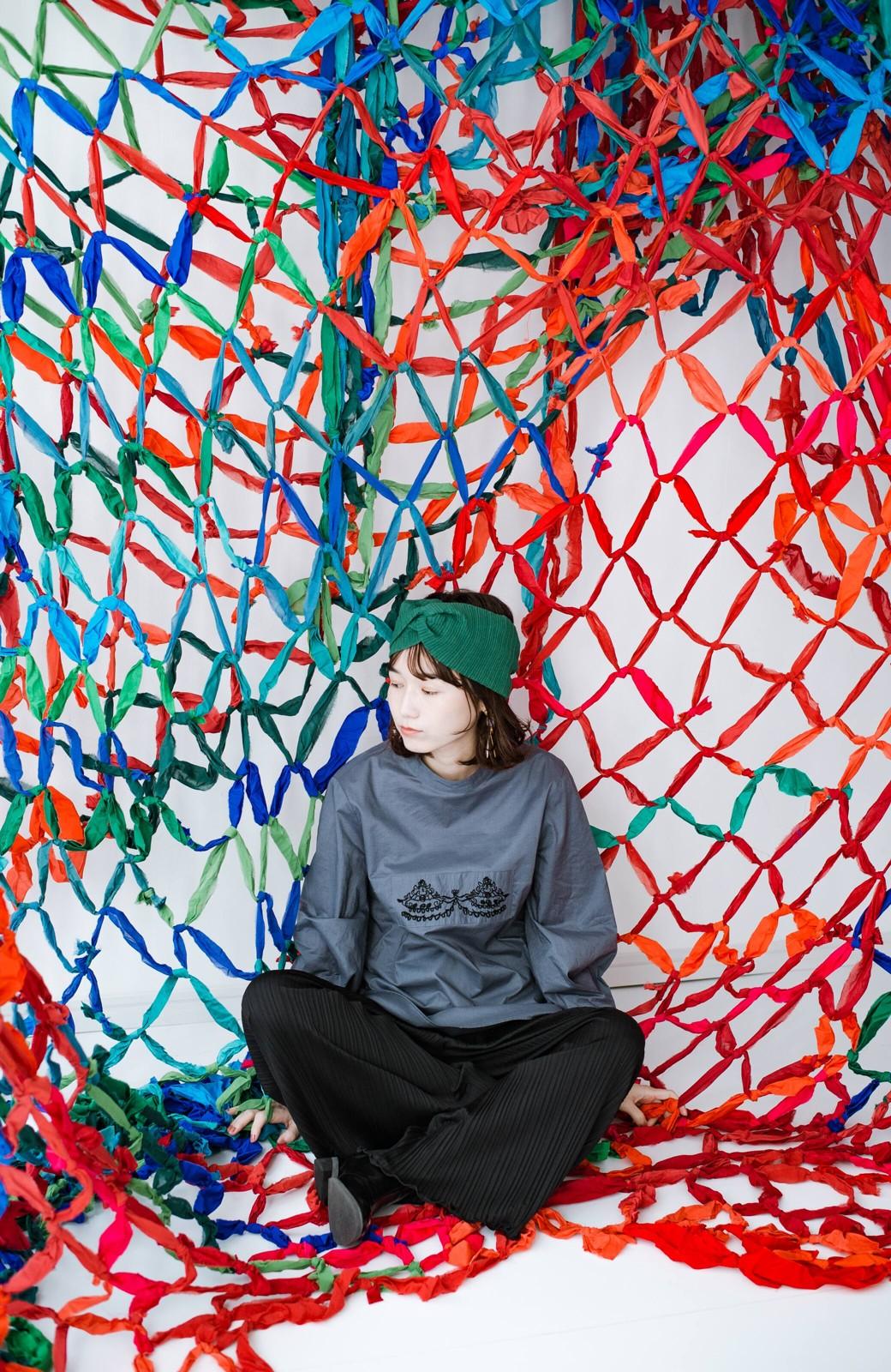 haco! 上品な刺繍がまるでレースのよう オーガニックコットンの袖ぽんわりブラウス from Stitch by Stitch <グレイッシュブルー>の商品写真14