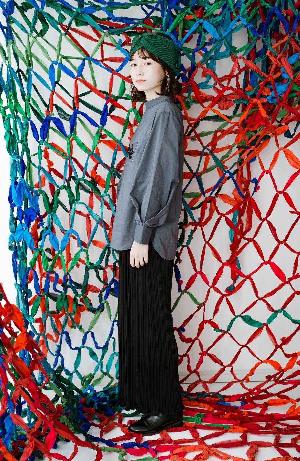 haco! 上品な刺繍がまるでレースのよう オーガニックコットンの袖ぽんわりブラウス from Stitch by Stitch <グレイッシュブルー>の商品写真17