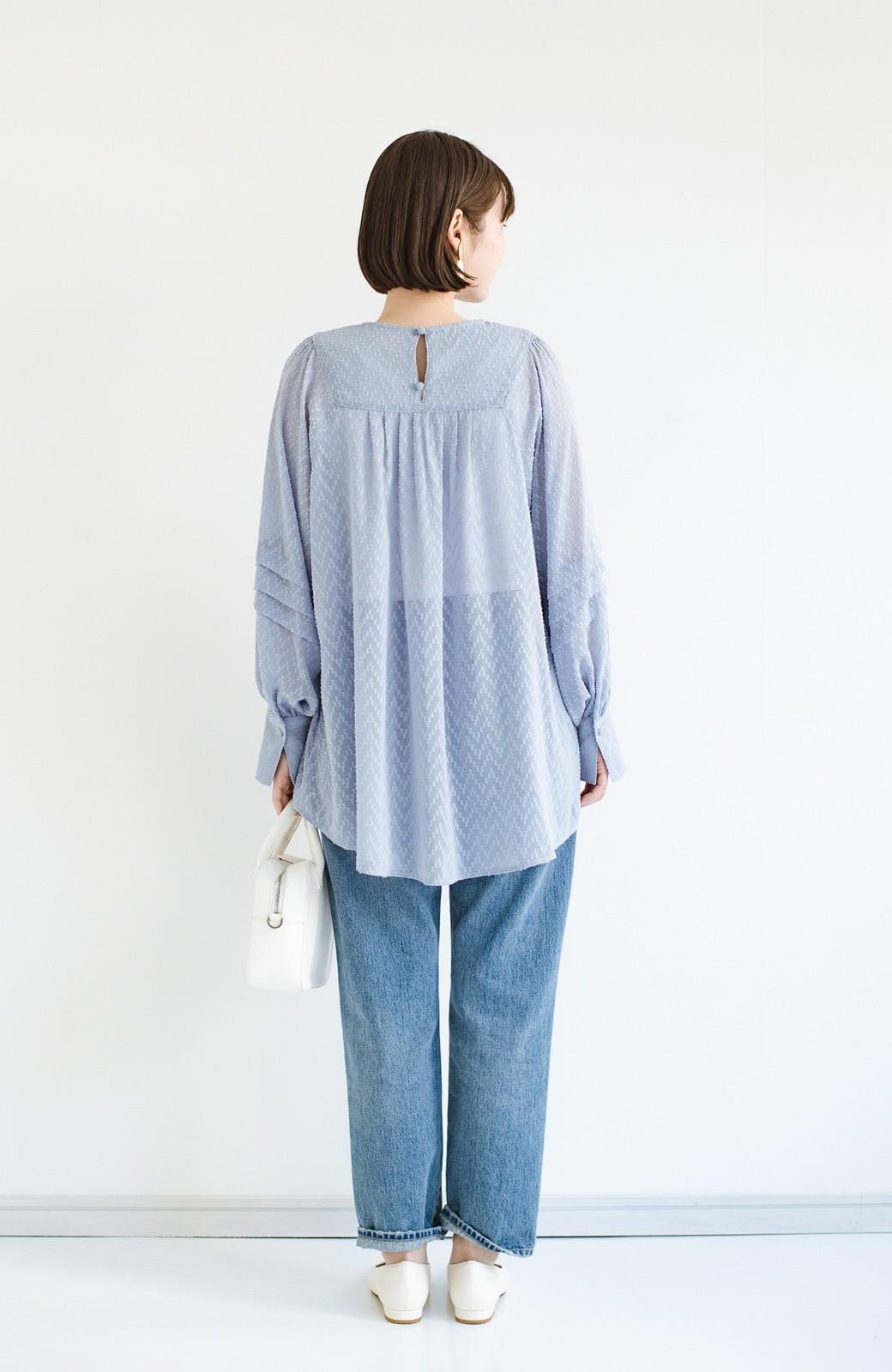 haco! 気になるところは可愛げで隠そう!ほどよい透け感で普段に着やすいドビードットの女っぽブラウス <ライトブルー>の商品写真12