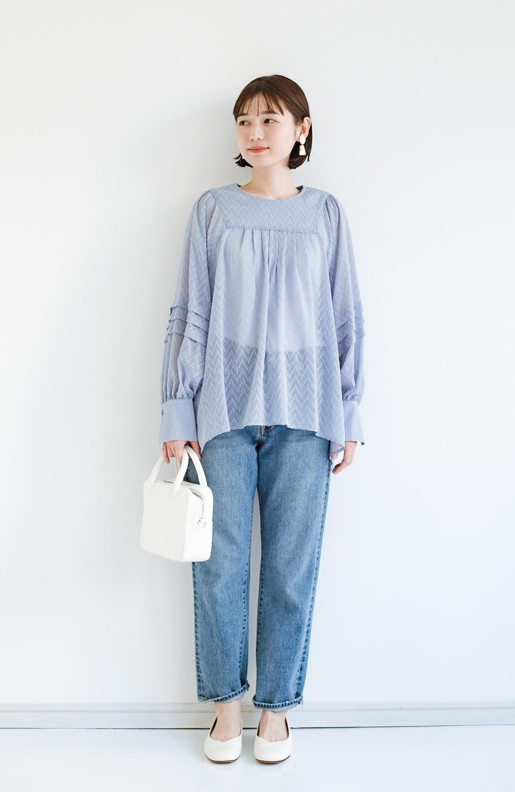haco! 気になるところは可愛げで隠そう!ほどよい透け感で普段に着やすいドビードットの女っぽブラウス <ライトブルー>の商品写真8