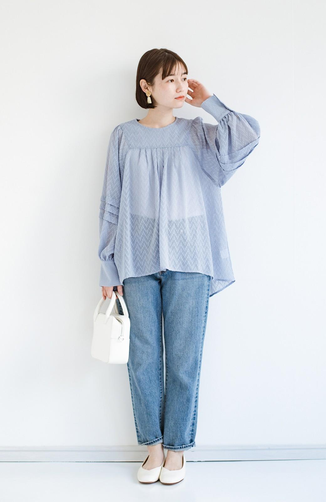 haco! 気になるところは可愛げで隠そう!ほどよい透け感で普段に着やすいドビードットの女っぽブラウス <ライトブルー>の商品写真9