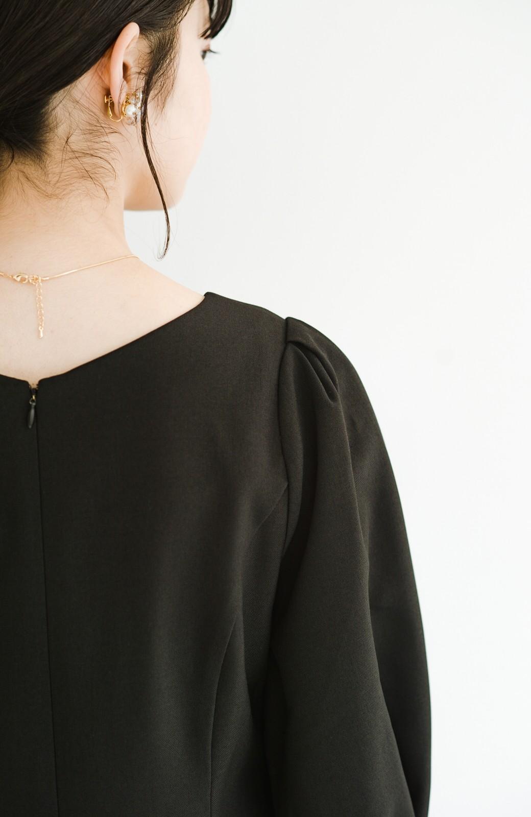 haco! きちんとシーンもオシャレでいたい大人のためのボリューム袖がかわいい麻調素材のワンピース by que made me <ブラック>の商品写真9