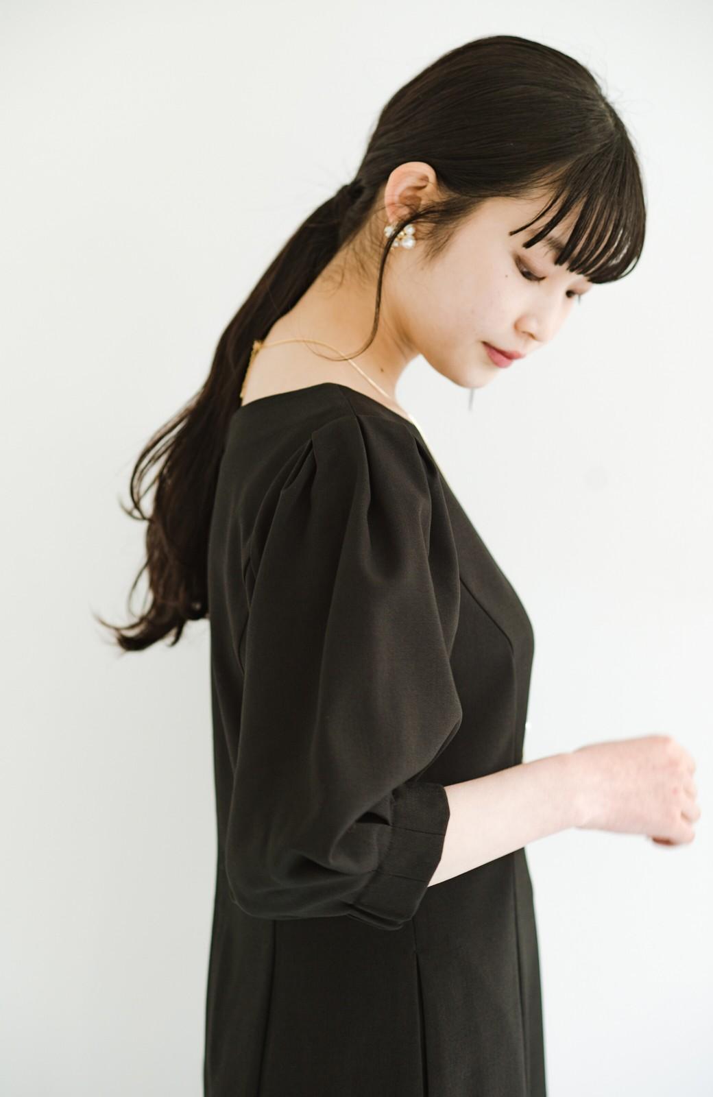 haco! きちんとシーンもオシャレでいたい大人のためのボリューム袖がかわいい麻調素材のワンピース by que made me <ブラック>の商品写真10