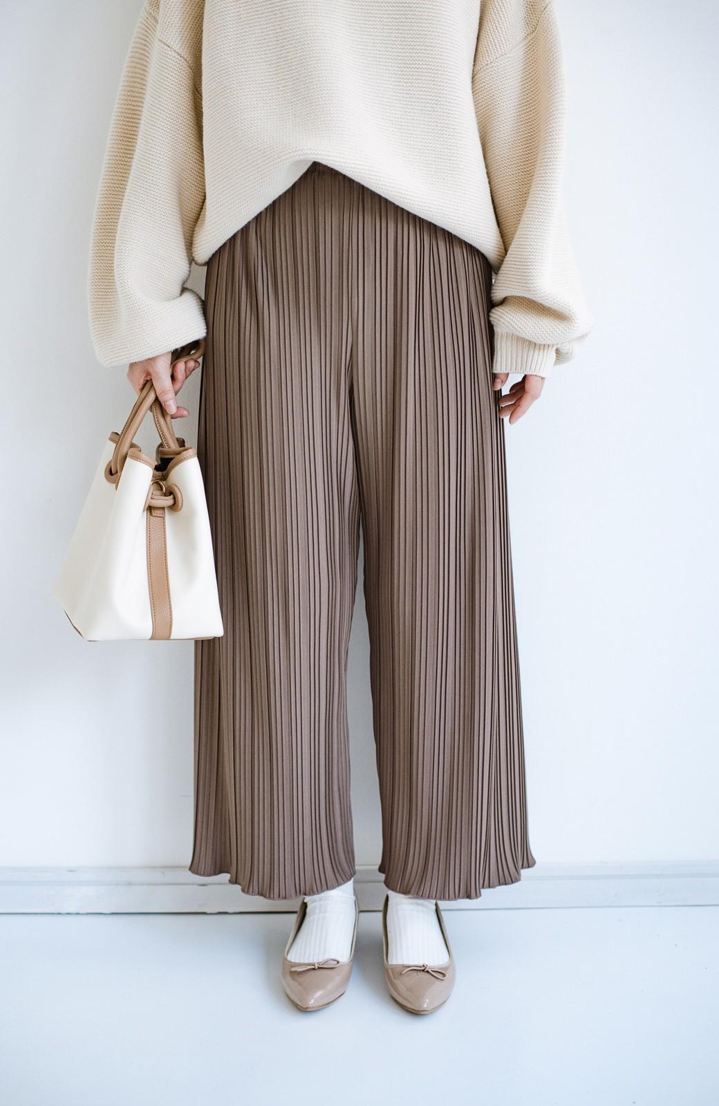 haco! パンツ派さんのデートにもカジュアル派さんの重ね着にも便利なプリーツパンツ <チョコ>の商品写真3