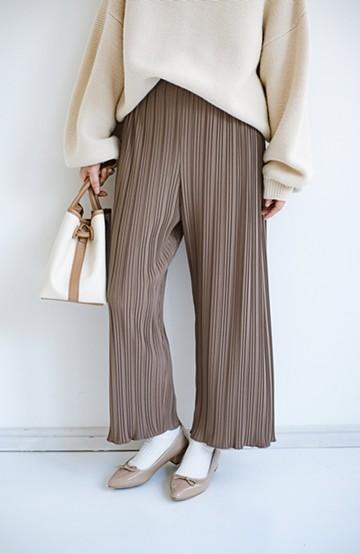 haco! パンツ派さんのデートにもカジュアル派さんの重ね着にも便利なプリーツパンツ <チョコ>の商品写真