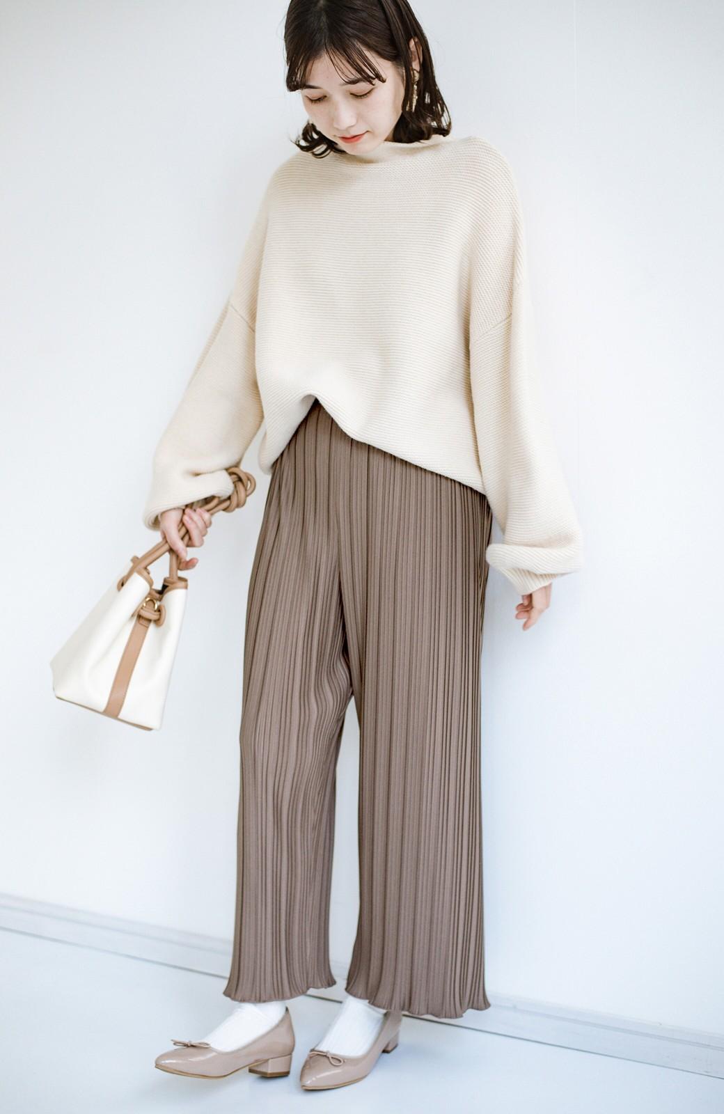 haco! パンツ派さんのデートにもカジュアル派さんの重ね着にも便利なプリーツパンツ <チョコ>の商品写真2