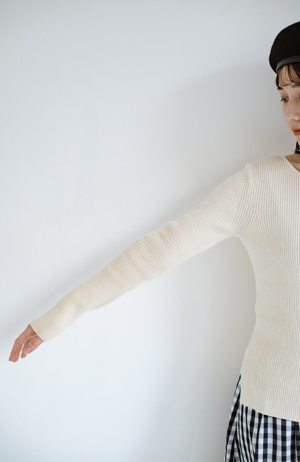 haco! Tシャツの代わりにこれ着とこう!後ろ前着られるシルク混リブニット by que made me <アイボリー>の商品写真7