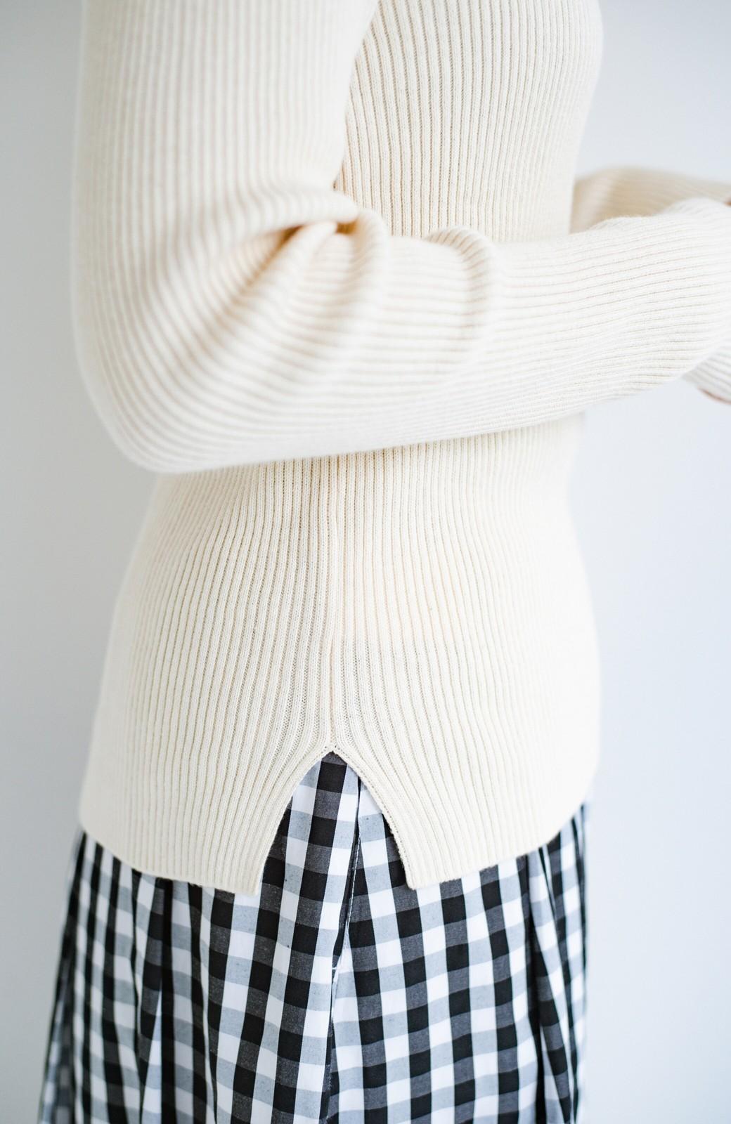 haco! Tシャツの代わりにこれ着とこう!後ろ前着られるシルク混リブニット by que made me <アイボリー>の商品写真18