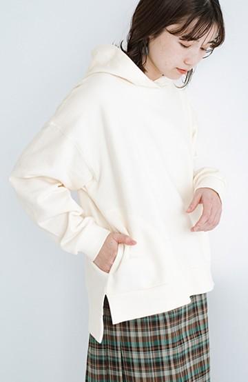 haco! PBPオーガニックコットン 重ね着でも1枚でも好バランス!大人女子のためのちょいゆる裏起毛パーカー <ホワイト>の商品写真