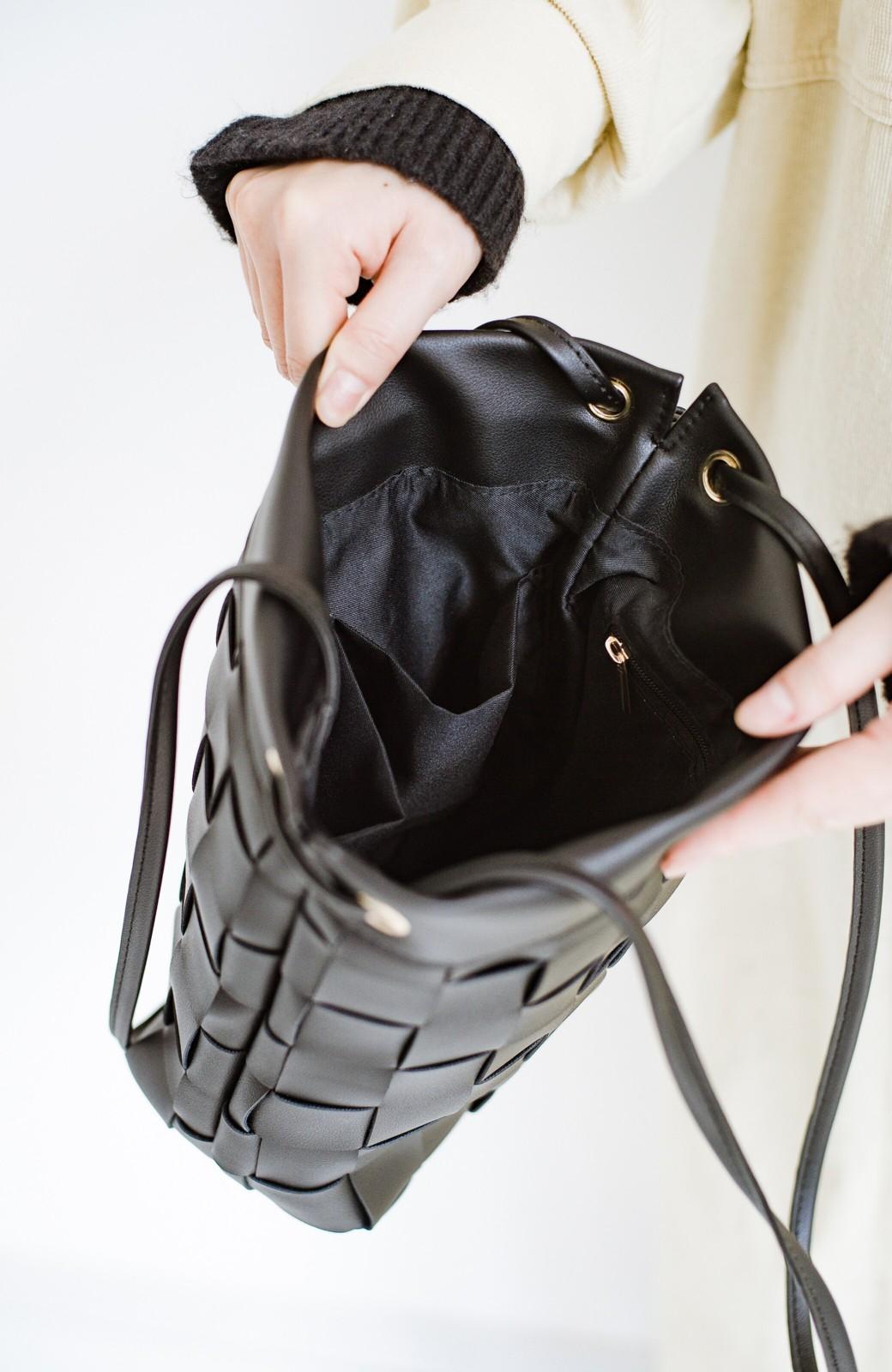 haco! さっと持って女っぽ 手編みメッシュが上品なやわらかフェイクレザーのトートバッグ <ブラック>の商品写真10