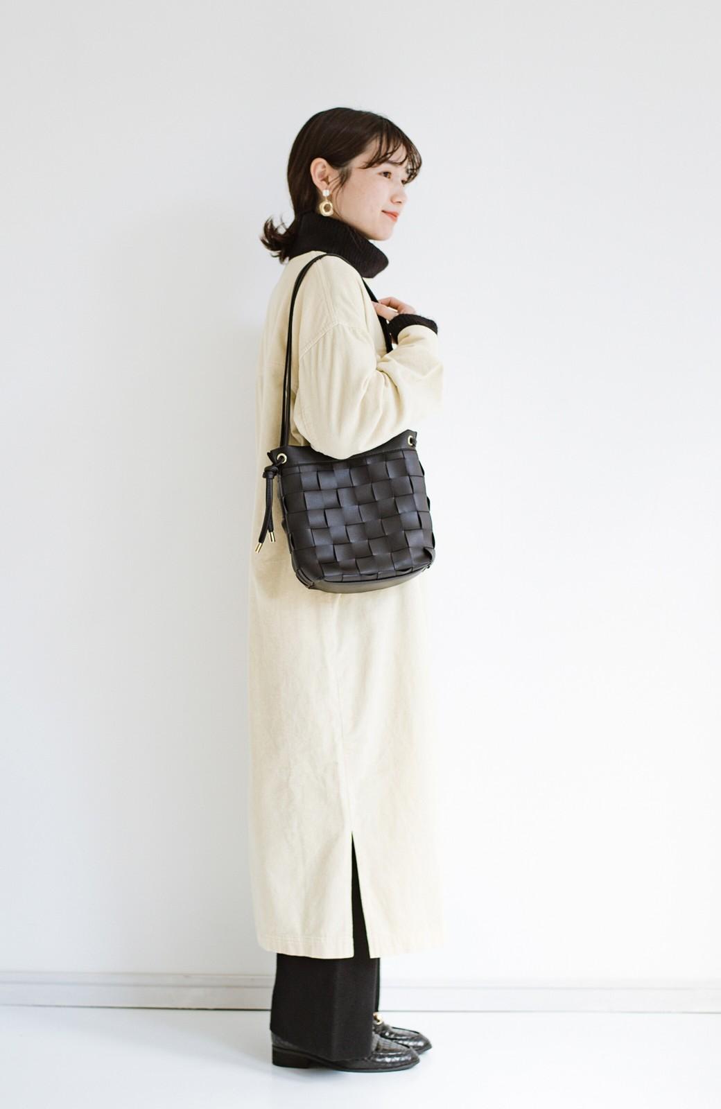 haco! さっと持って女っぽ 手編みメッシュが上品なやわらかフェイクレザーのトートバッグ <ブラック>の商品写真11