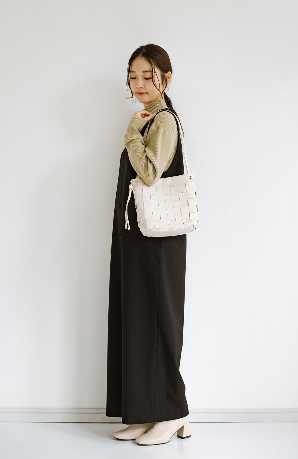 haco! さっと持って女っぽ 手編みメッシュが上品なやわらかフェイクレザーのトートバッグ <オフホワイト>の商品写真7
