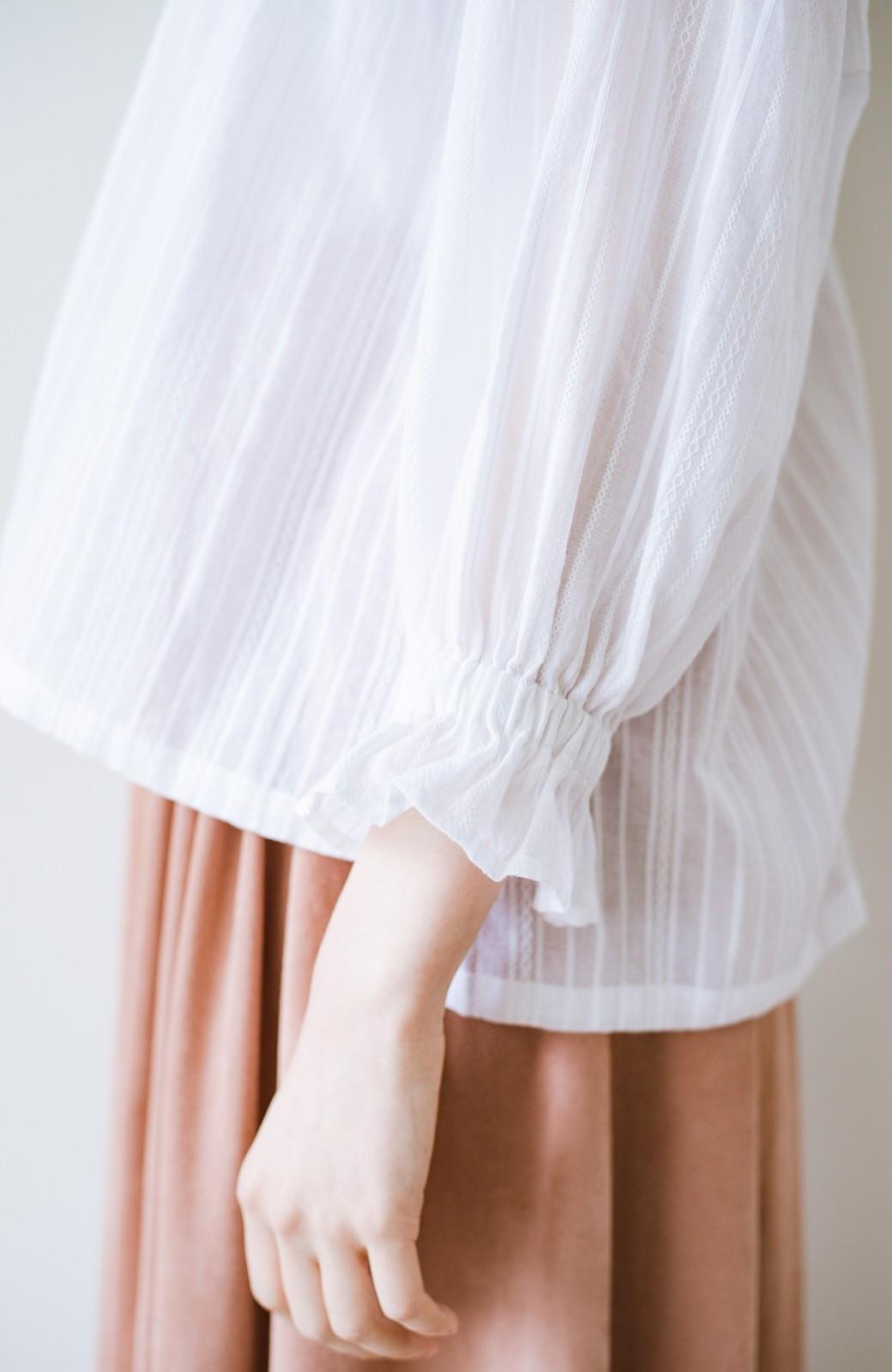 haco! 気になるところを隠してるとは悟らせない!すっきり見えなのにゆとりたっぷりからみ織風ブラウス <ホワイト>の商品写真5