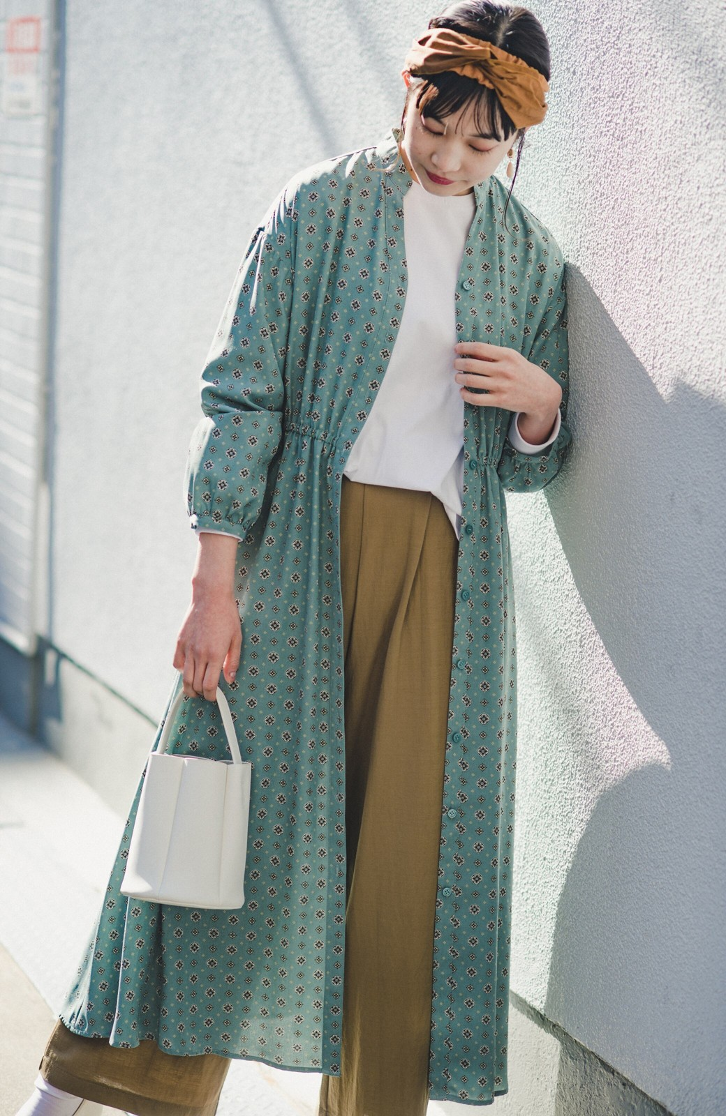haco! コーデが華やいで気分も上がる 羽織りとしても便利な大人の雰囲気漂う小紋柄風ワンピース <ブルー>の商品写真6