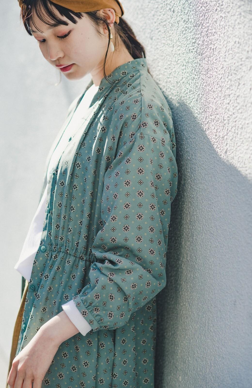 haco! コーデが華やいで気分も上がる 羽織りとしても便利な大人の雰囲気漂う小紋柄風ワンピース <ブルー>の商品写真8