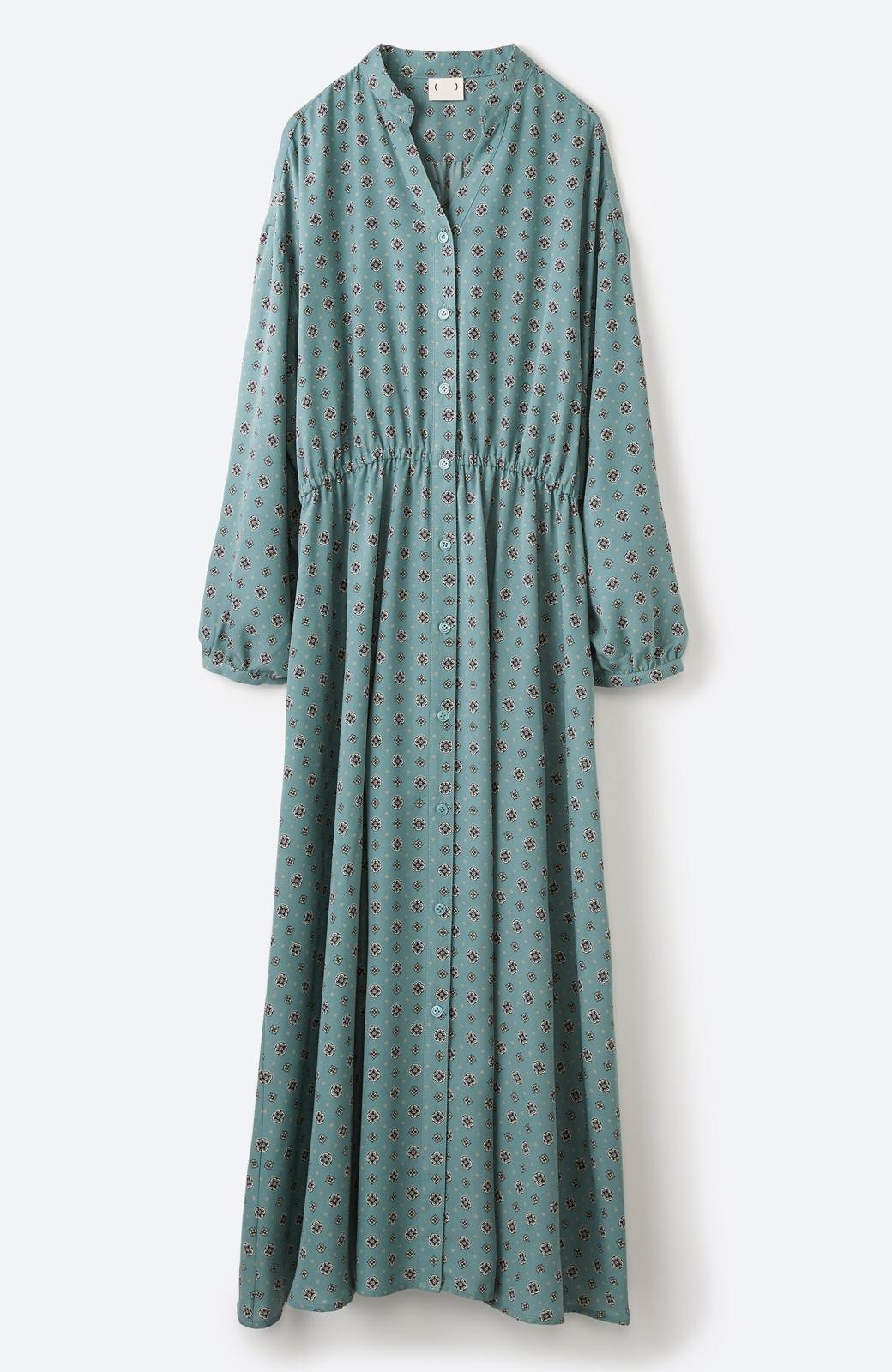 haco! コーデが華やいで気分も上がる 羽織りとしても便利な大人の雰囲気漂う小紋柄風ワンピース <ブルー>の商品写真18