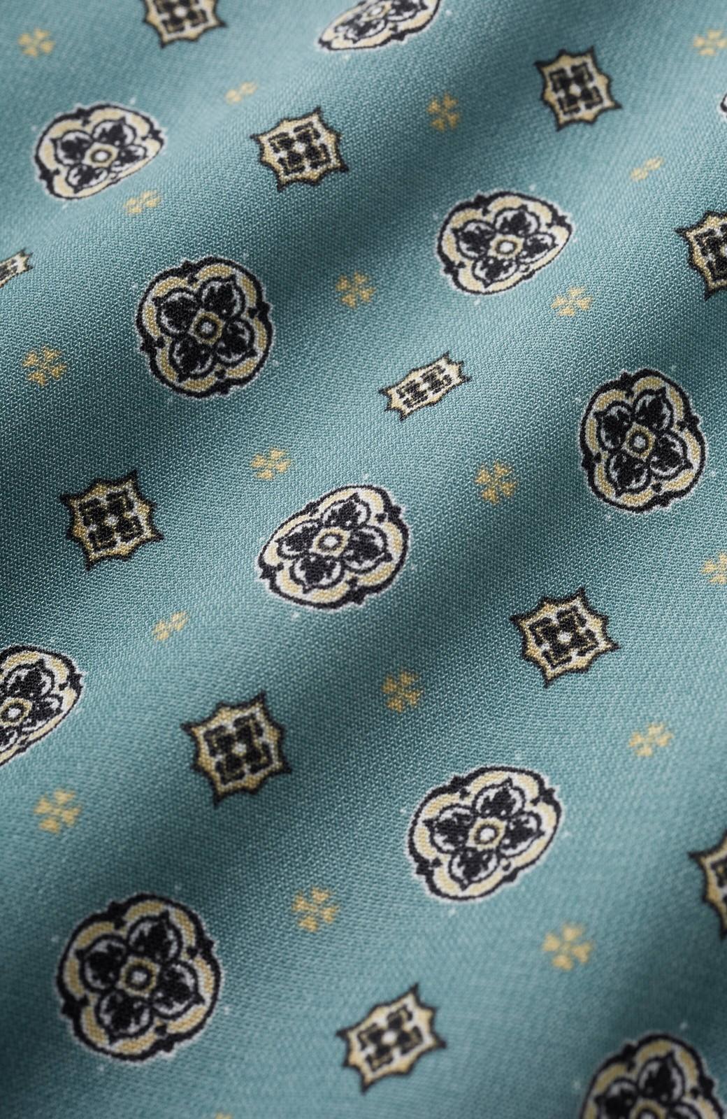 haco! コーデが華やいで気分も上がる 羽織りとしても便利な大人の雰囲気漂う小紋柄風ワンピース <ブルー>の商品写真4