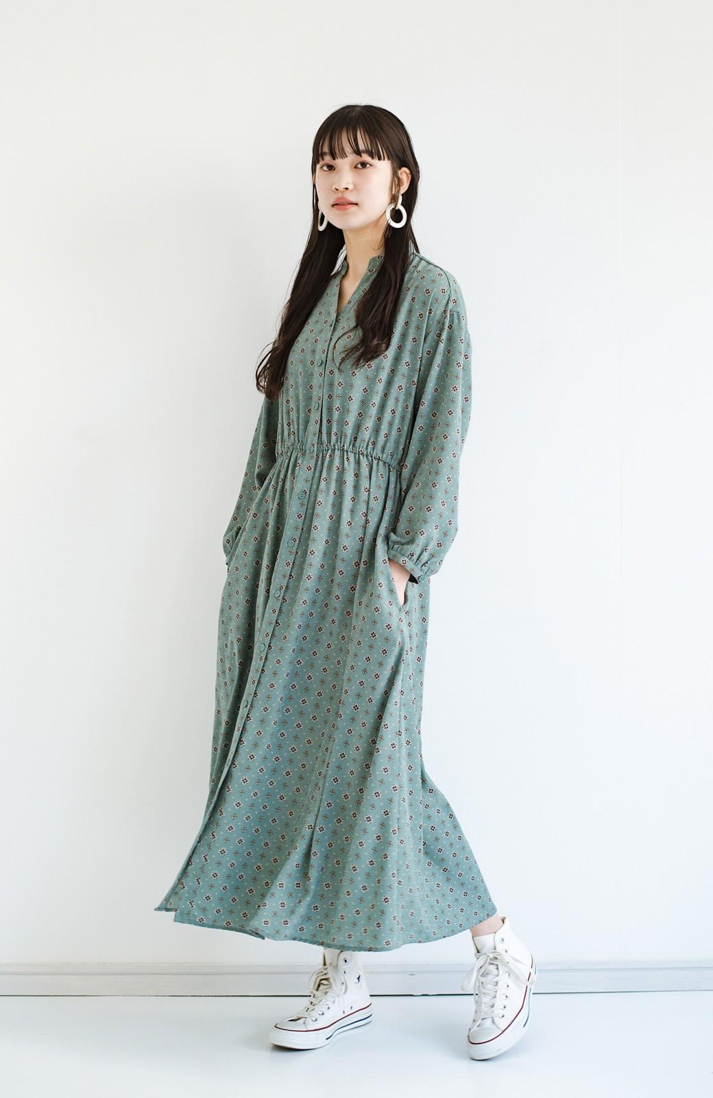 haco! コーデが華やいで気分も上がる 羽織りとしても便利な大人の雰囲気漂う小紋柄風ワンピース <ブルー>の商品写真10