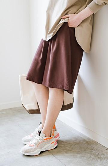 haco! ぺたんこ靴でもさまになる 長め丈が安心な大人のリラックスハーフパンツ <チョコ>の商品写真