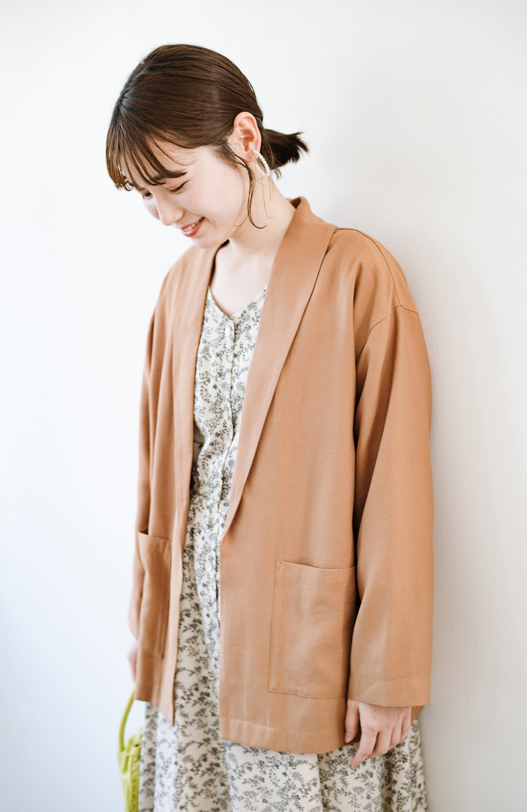 haco! さらりと羽織ってきれい見え カジュアルにも着られてほどよいきちんと感が頼りになるリラックスジャケット <キャメル>の商品写真1