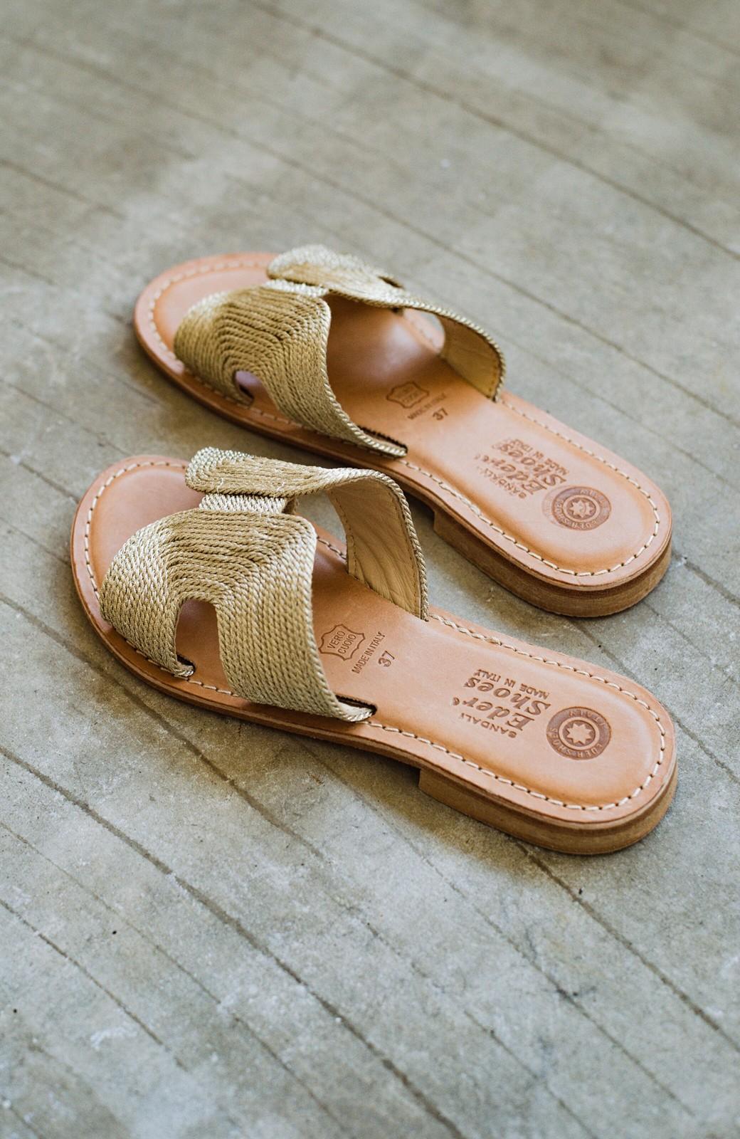 haco! EDER 素足をきれいに魅せてくれるゴールドカラーのフラットサンダル <ゴールド>の商品写真5