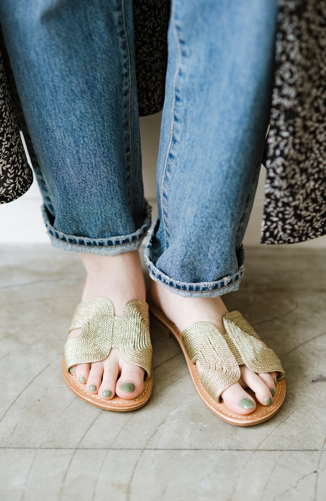 haco! EDER 素足をきれいに魅せてくれるゴールドカラーのフラットサンダル <ゴールド>の商品写真6