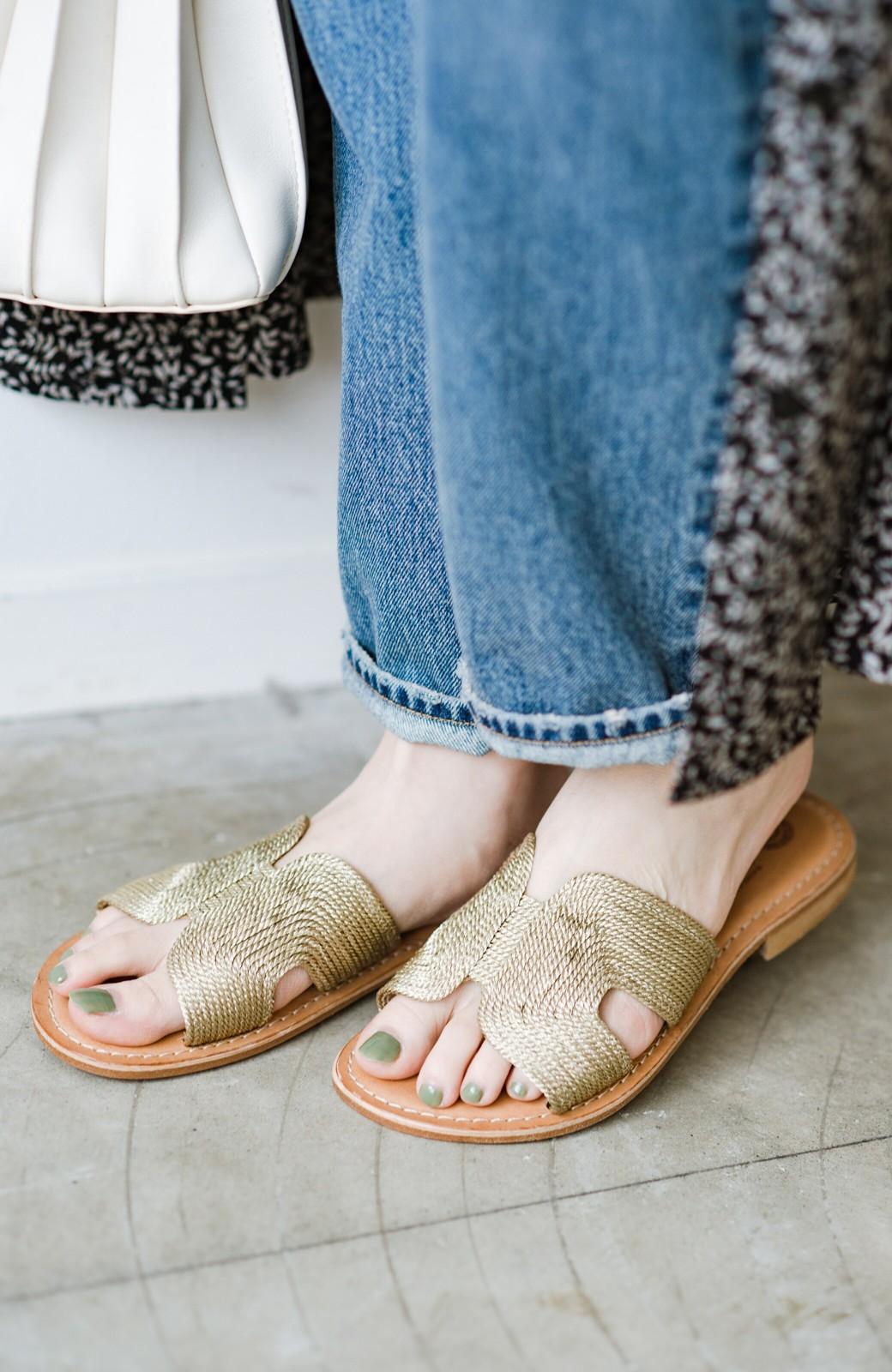 haco! EDER 素足をきれいに魅せてくれるゴールドカラーのフラットサンダル <ゴールド>の商品写真4