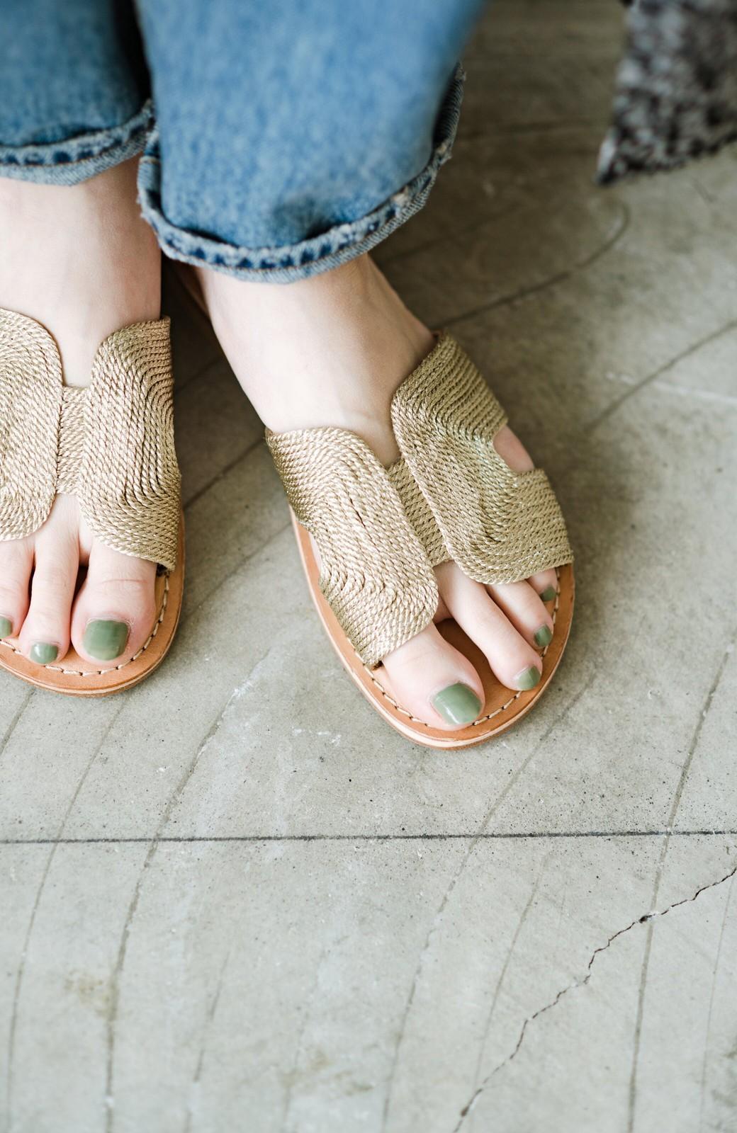 haco! EDER 素足をきれいに魅せてくれるゴールドカラーのフラットサンダル <ゴールド>の商品写真9