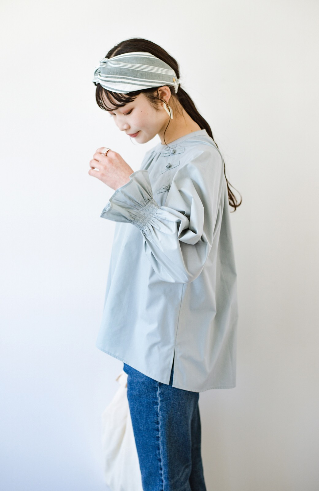 haco! パッと着るだけで新鮮&おしゃれ見え!ゆるめサイズが今っぽいチャイナボタンブラウス <ミント>の商品写真5