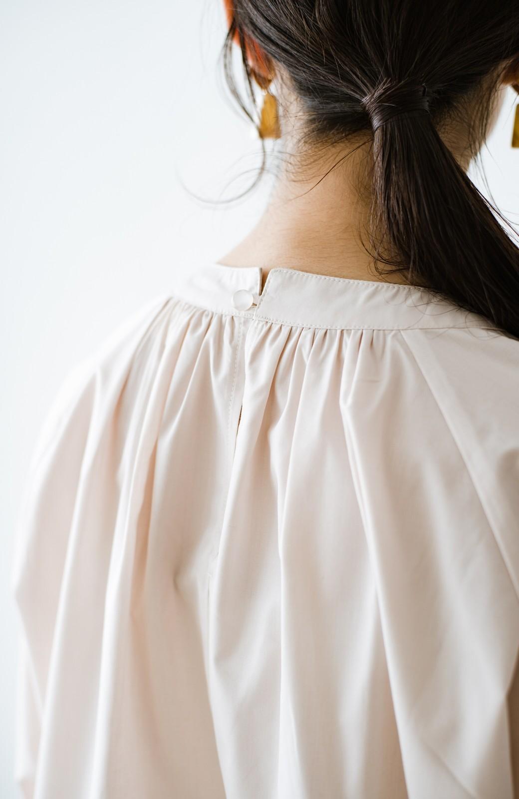 haco! パッと着るだけで新鮮&おしゃれ見え!ゆるめサイズが今っぽいチャイナボタンブラウス <ライトベージュ>の商品写真7