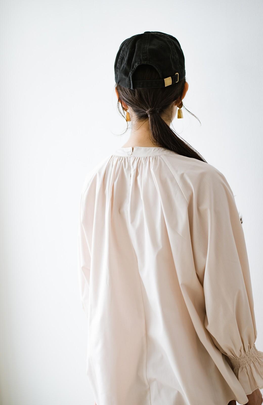 haco! パッと着るだけで新鮮&おしゃれ見え!ゆるめサイズが今っぽいチャイナボタンブラウス <ライトベージュ>の商品写真16