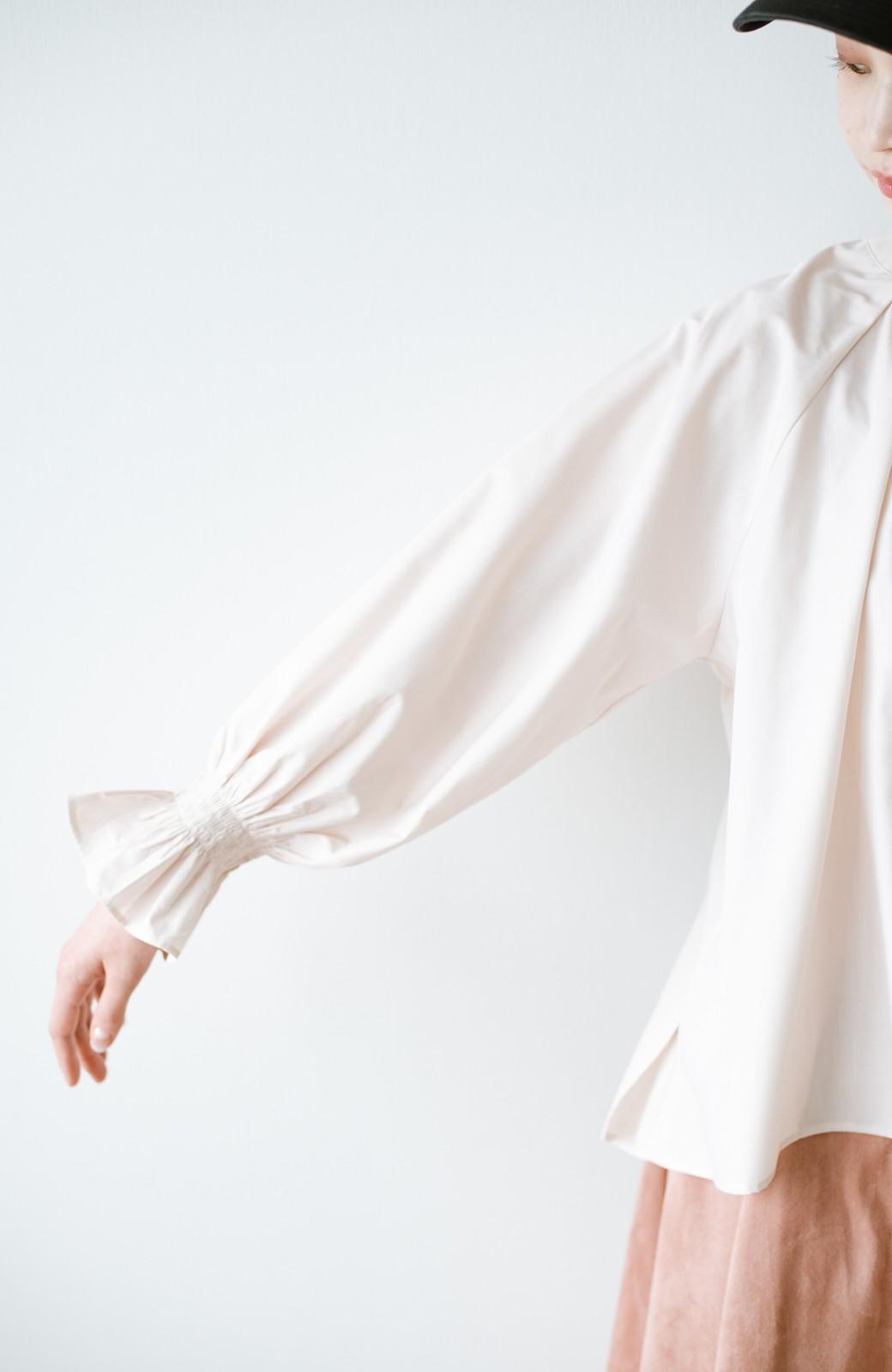 haco! パッと着るだけで新鮮&おしゃれ見え!ゆるめサイズが今っぽいチャイナボタンブラウス <ライトベージュ>の商品写真5