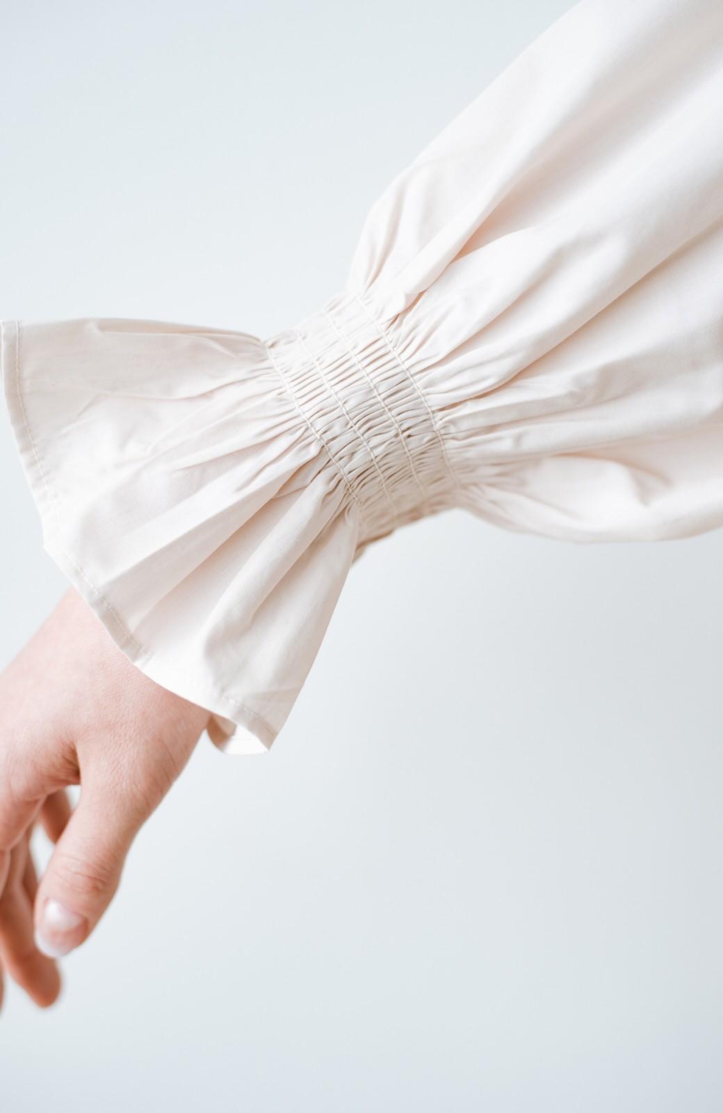 haco! パッと着るだけで新鮮&おしゃれ見え!ゆるめサイズが今っぽいチャイナボタンブラウス <ライトベージュ>の商品写真6