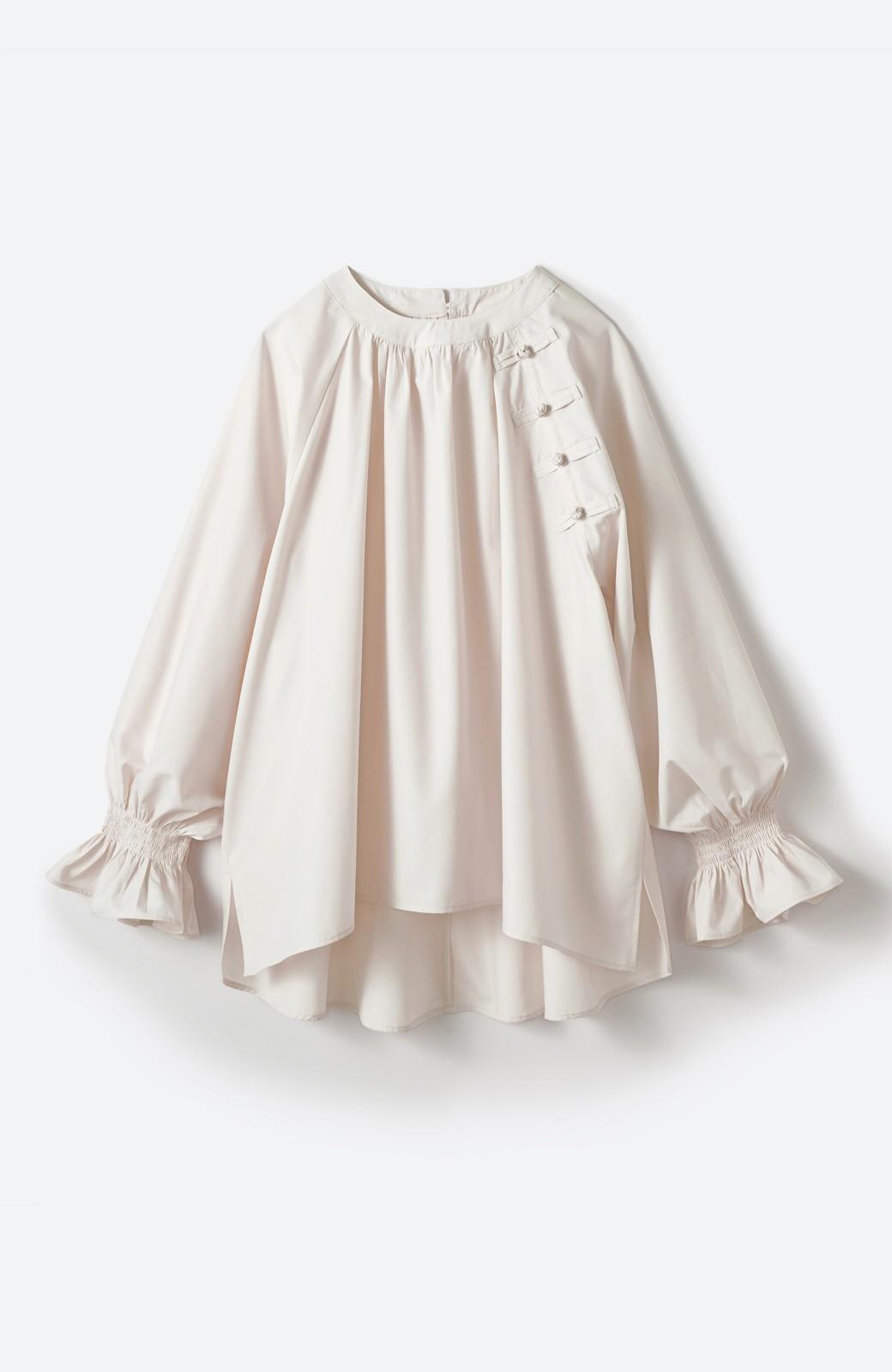 haco! パッと着るだけで新鮮&おしゃれ見え!ゆるめサイズが今っぽいチャイナボタンブラウス <ライトベージュ>の商品写真2