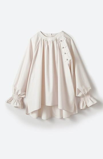 haco! パッと着るだけで新鮮&おしゃれ見え!ゆるめサイズが今っぽいチャイナボタンブラウス <ライトベージュ>の商品写真