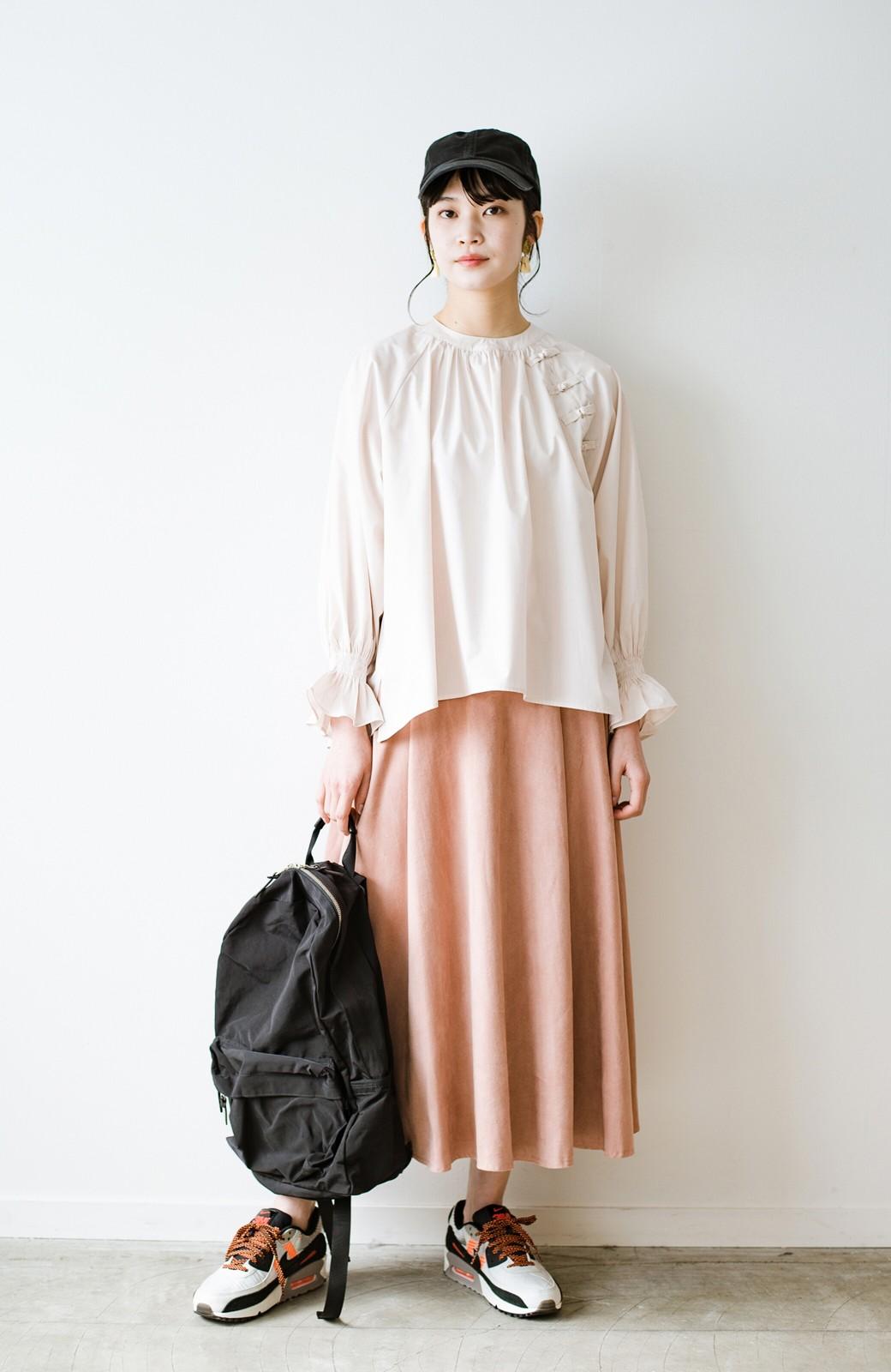 haco! パッと着るだけで新鮮&おしゃれ見え!ゆるめサイズが今っぽいチャイナボタンブラウス <ライトベージュ>の商品写真3