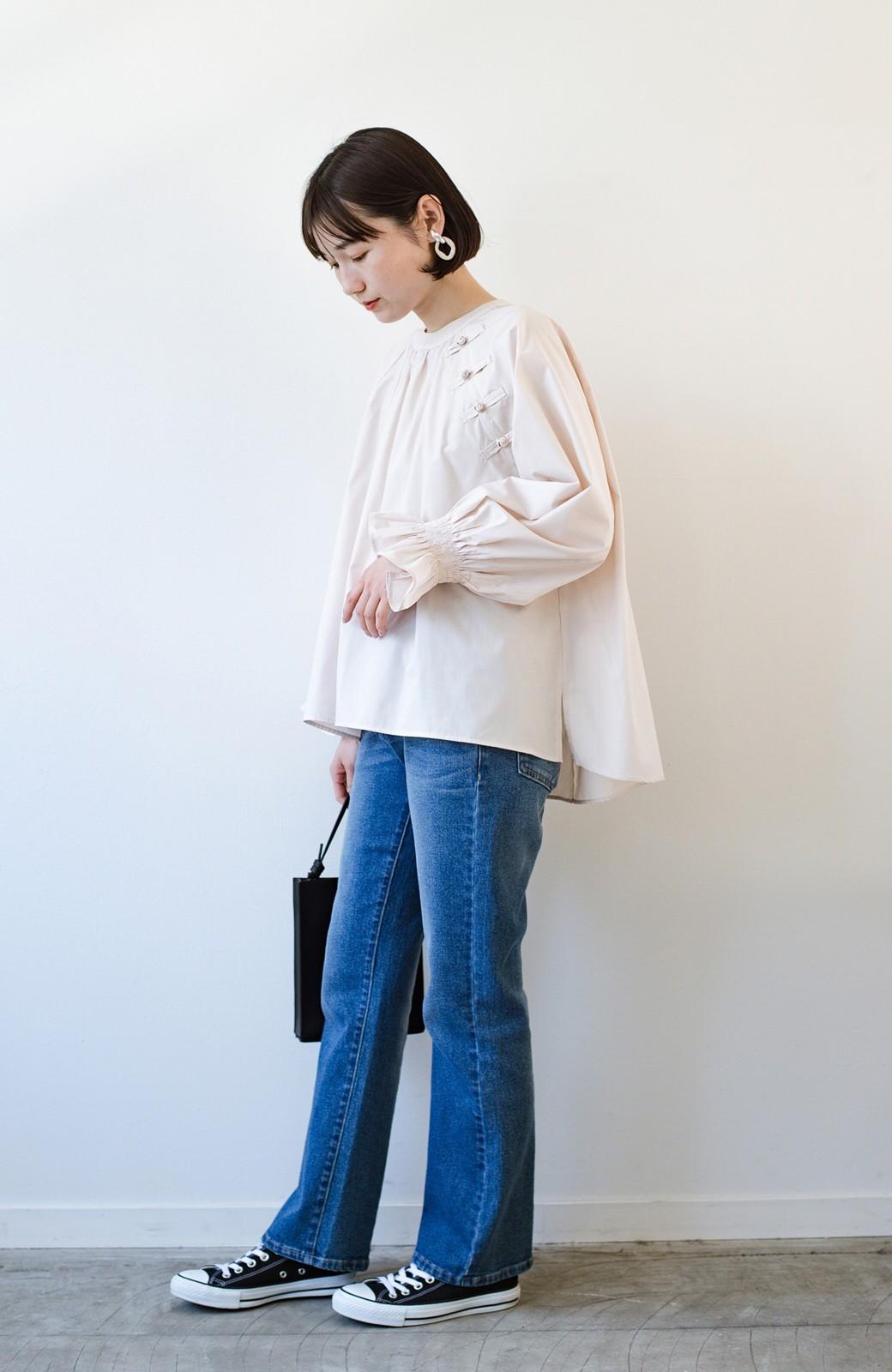 haco! パッと着るだけで新鮮&おしゃれ見え!ゆるめサイズが今っぽいチャイナボタンブラウス <ライトベージュ>の商品写真18