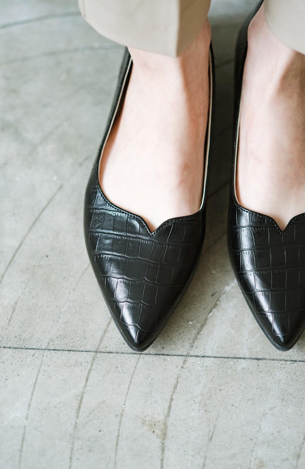 haco! 【防水】普段もお仕事も雨の日も!さっと履いて女っぽい Vカットが足をきれいに見せてくれるフラットパンプス <ブラック>の商品写真7