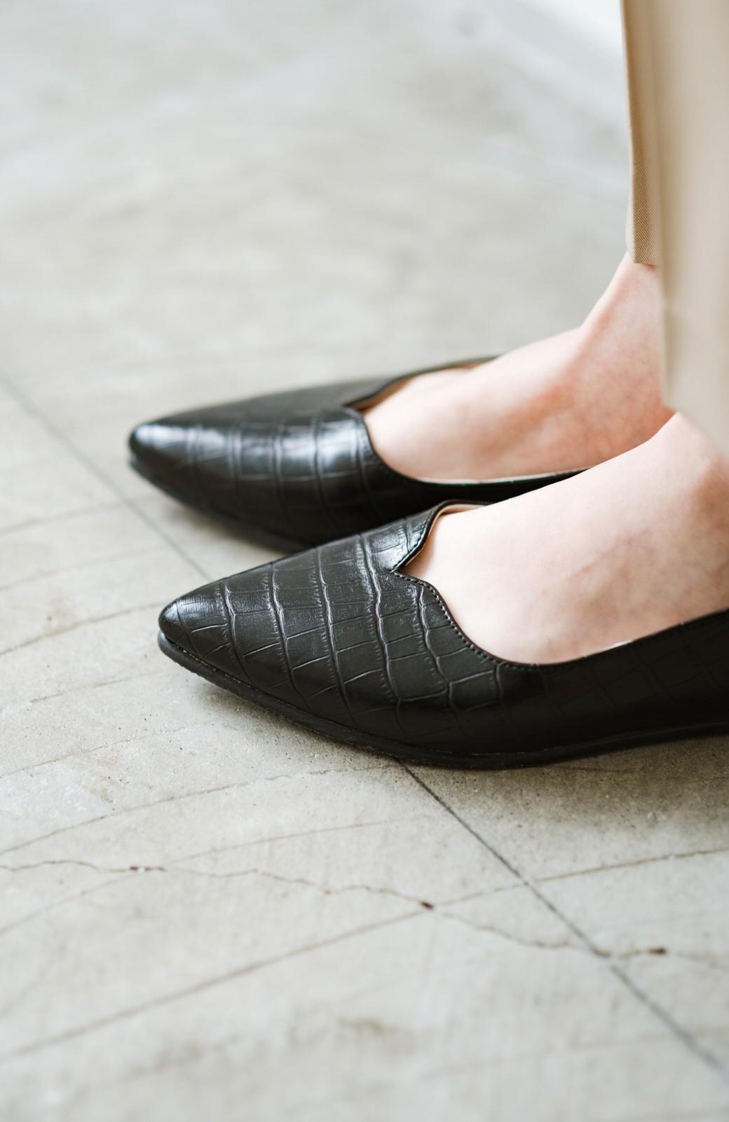 haco! 【防水】普段もお仕事も雨の日も!さっと履いて女っぽい Vカットが足をきれいに見せてくれるフラットパンプス <ブラック>の商品写真8