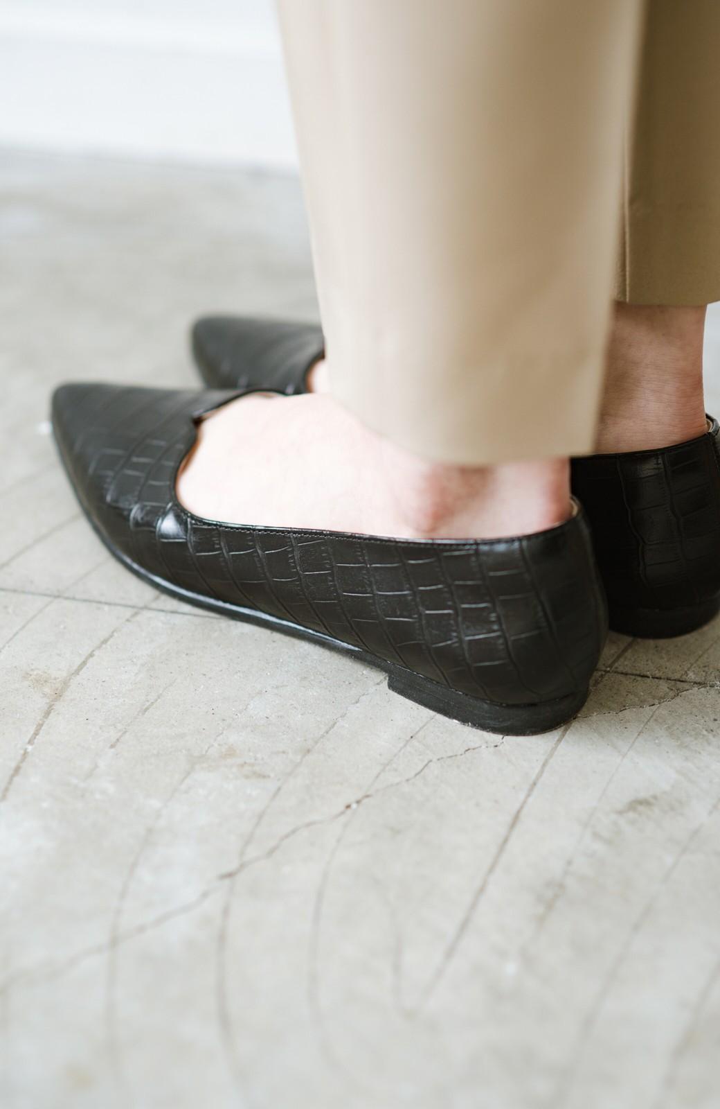 haco! 【防水】普段もお仕事も雨の日も!さっと履いて女っぽい Vカットが足をきれいに見せてくれるフラットパンプス <ブラック>の商品写真9