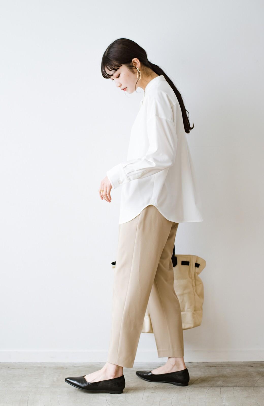 haco! 【防水】普段もお仕事も雨の日も!さっと履いて女っぽい Vカットが足をきれいに見せてくれるフラットパンプス <ブラック>の商品写真13