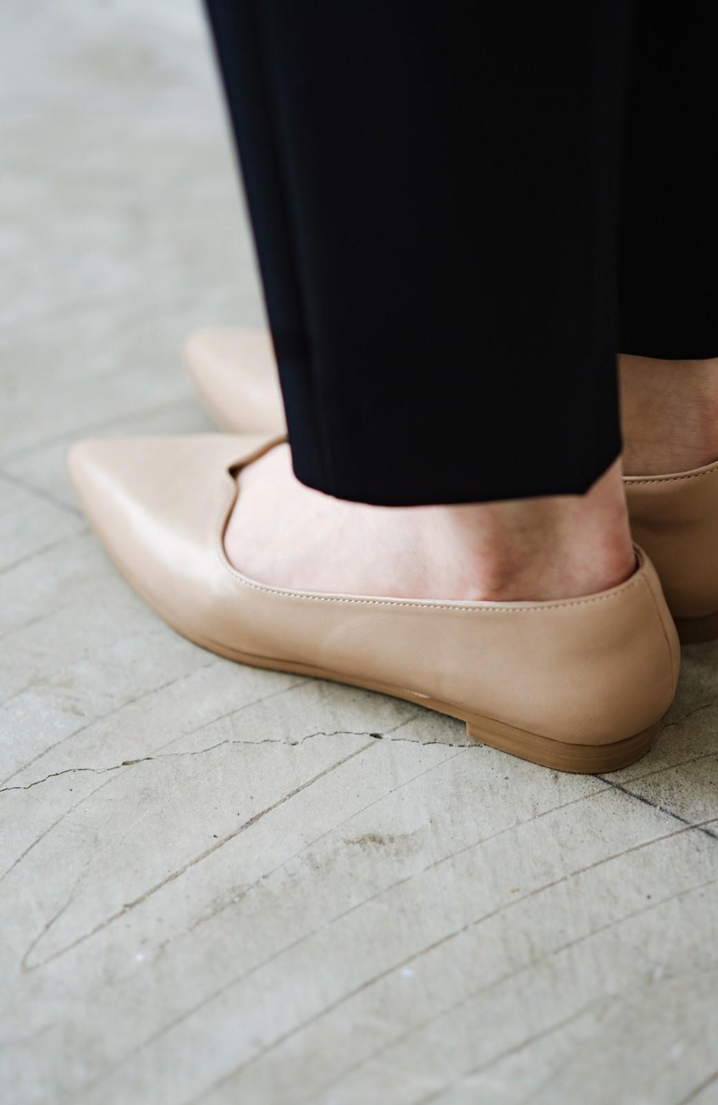 haco! 【防水】普段もお仕事も雨の日も!さっと履いて女っぽい Vカットが足をきれいに見せてくれるフラットパンプス <ベージュ>の商品写真7