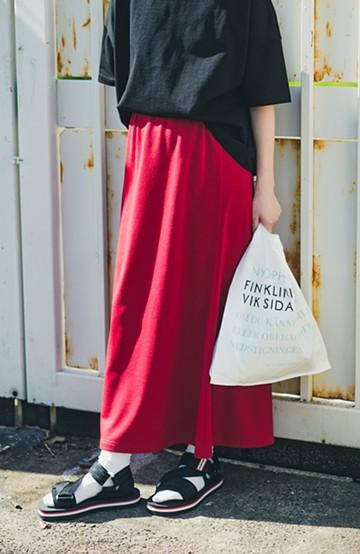 haco! 【洗濯機洗い可】日々に彩りをプラス!おしゃれ度と気分を上げてくれる綺麗色スカート<レッド>の商品写真
