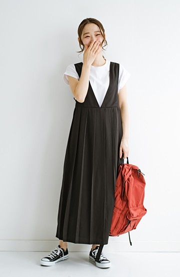 haco! 楽ちんなのにきちんと見える 裏地付きで長ーーーい季節楽しめる大人っぽプリーツジャンパースカート <ブラック>の商品写真