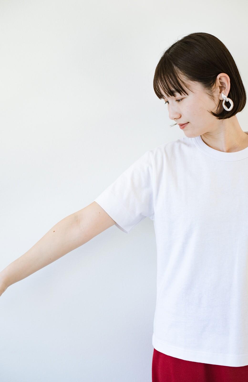 haco! さりげないロゴがコーデのポイントになるファンクションファブリックジャージークルーネックTシャツ by Healthknit <ホワイト>の商品写真5