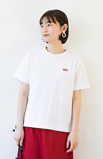 haco! さりげないロゴがコーデのポイントになるファンクションファブリックジャージークルーネックTシャツ by Healthknit <ホワイト>の商品写真
