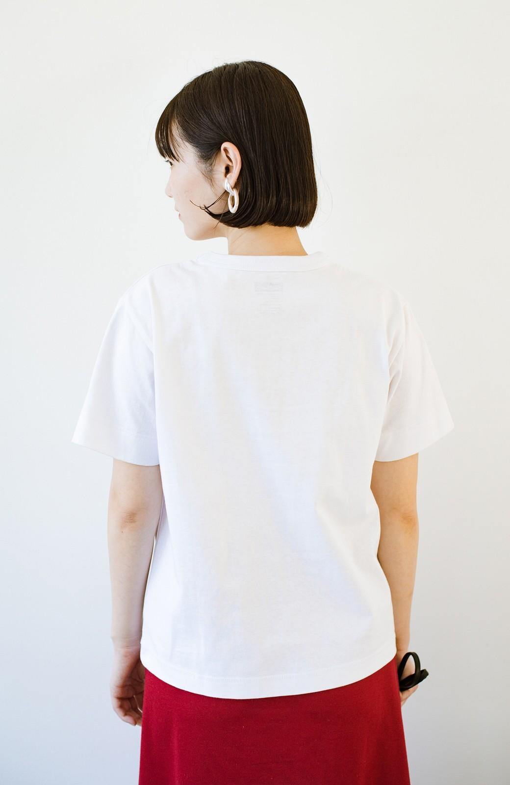 haco! さりげないロゴがコーデのポイントになるファンクションファブリックジャージークルーネックTシャツ by Healthknit <ホワイト>の商品写真11