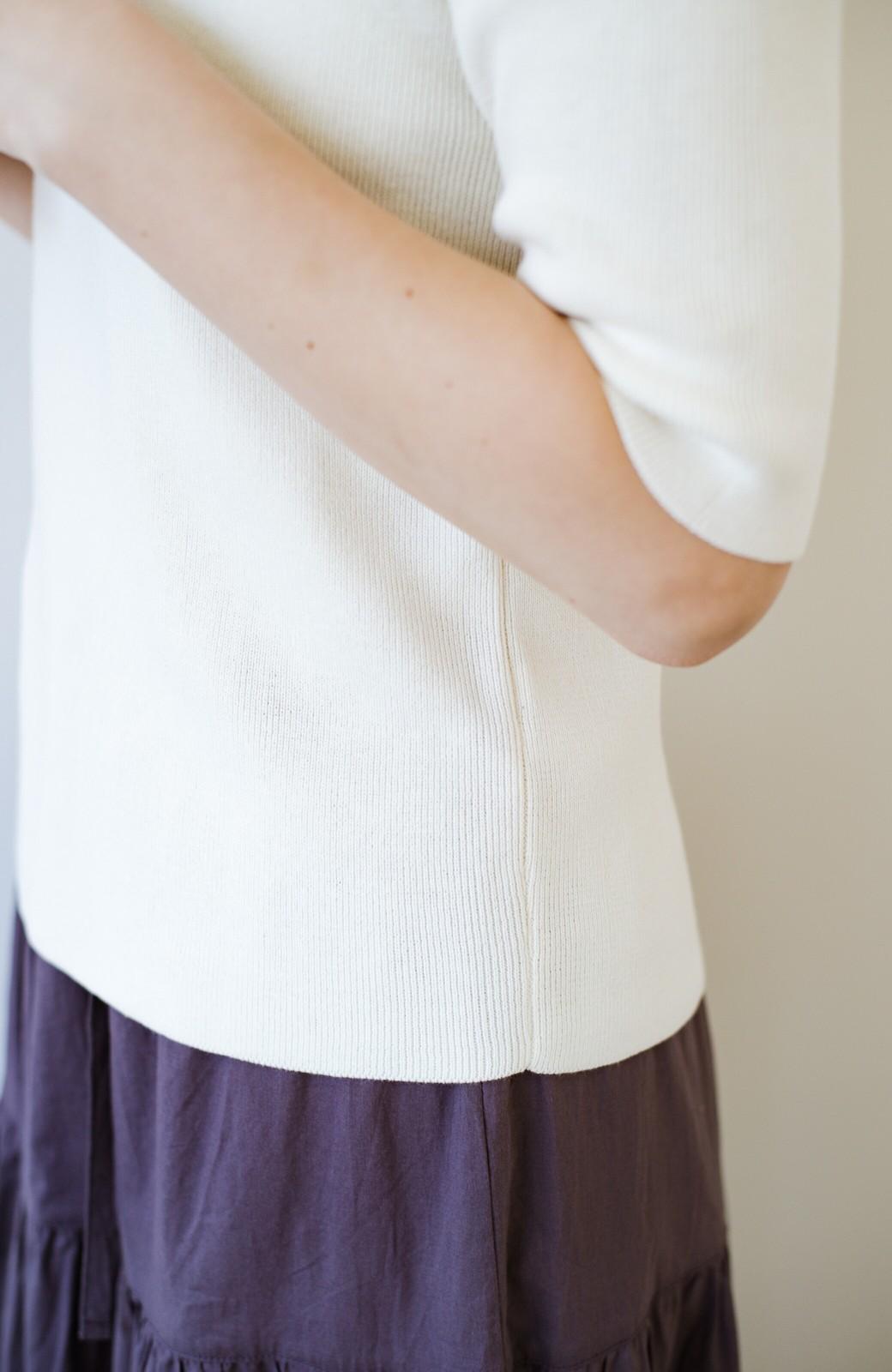 haco! haco! 大人がTシャツがわりに着るのにちょうどいい!洗濯機で気軽に洗えるニットトップス by que made me <オフホワイト>の商品写真13