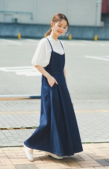 haco! 華奢見せデザインで女っぽ!Tシャツにもニットにも似合ってずっと使えるデニムサロペットスカート <ブルー>の商品写真
